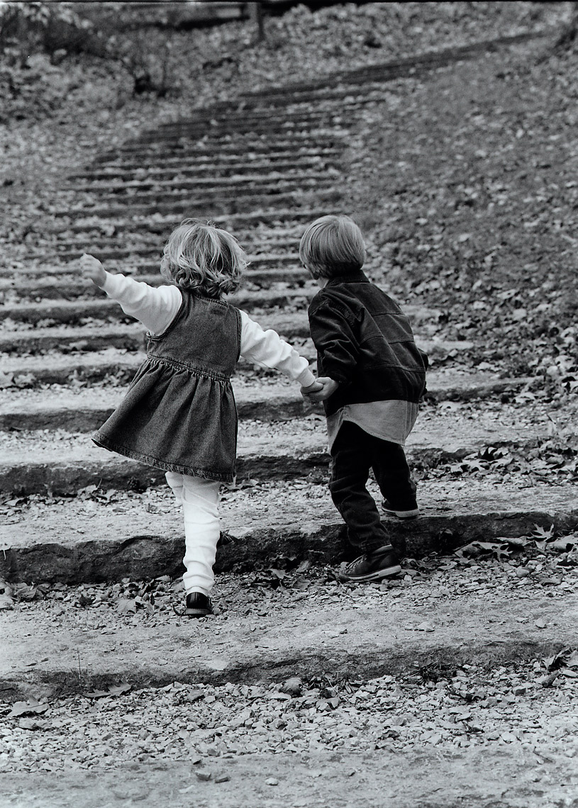 kids_on_stairs
